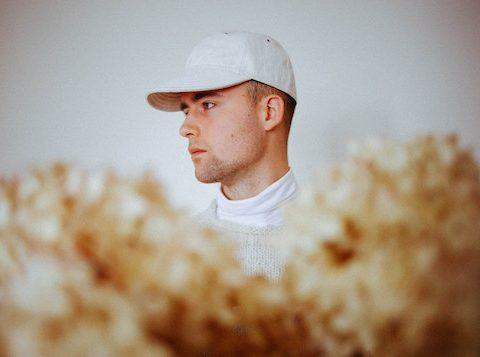 Haux shares haunting new single 'Heartbeat'